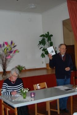 Stefan presenterar årsberättelsen