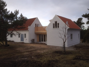 Hus i Östergarn där vi gjort en tillbyggnad med mellandel
