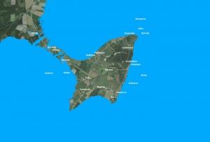 Den första landtungan mellan Lau och \'fastlandet\' uppstår mellan Husarve och kyrkan